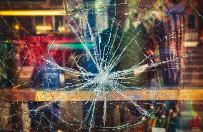 Il conduttore risarcisce i danni se consegna l'immobile danneggiato