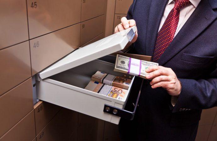 Commette reato di appropriazione indebita l'amministratore di condominio che versa sul proprio conto i soldi comuni
