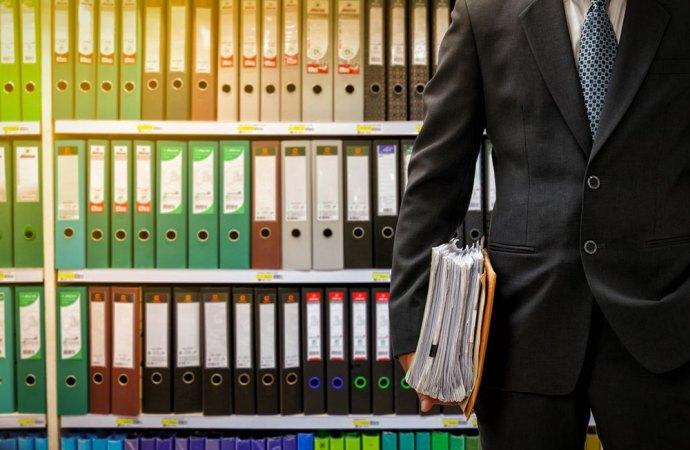Corretta ripartizione spese legali per decreto ingiuntivo contro un condomino