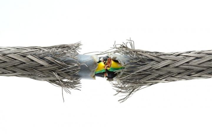Guasto di cavi elettrici e tardivo intervento nella riparazione. Legittimo il risarcimento del danno