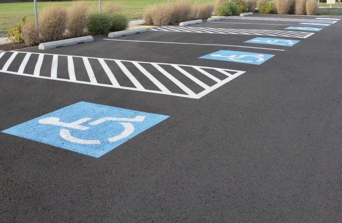 Parcheggi in condominio. Il disabile non può richiedere l'assegnazione del «godimento esclusivo» del posto auto