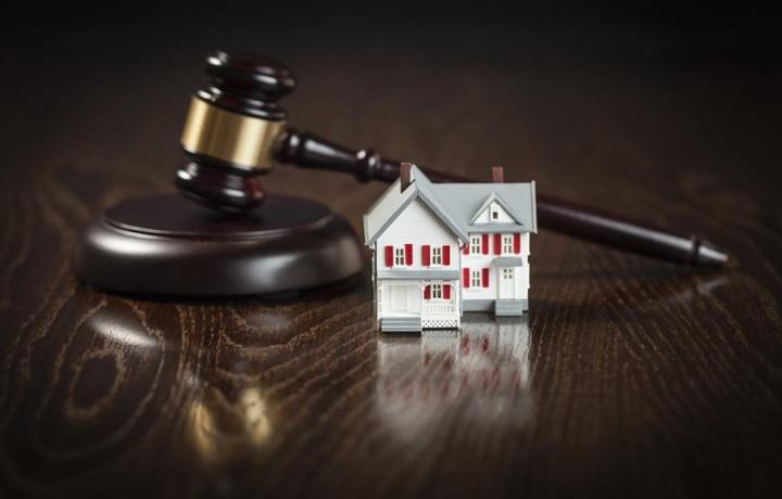 Se hai troppi debiti la casa non può essere venduta all'asta. Applicata la c.d. legge salvasuicidi