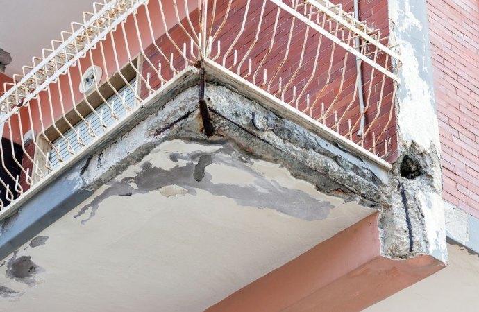 Balconi Esterni Condominio : Caduta calcinacci dal balcone in condominio e danni chi paga