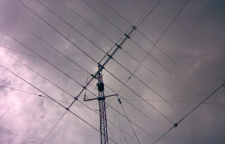 Si possono installare antenne per radioamatori su tetti condominiali senza titolo edilizio