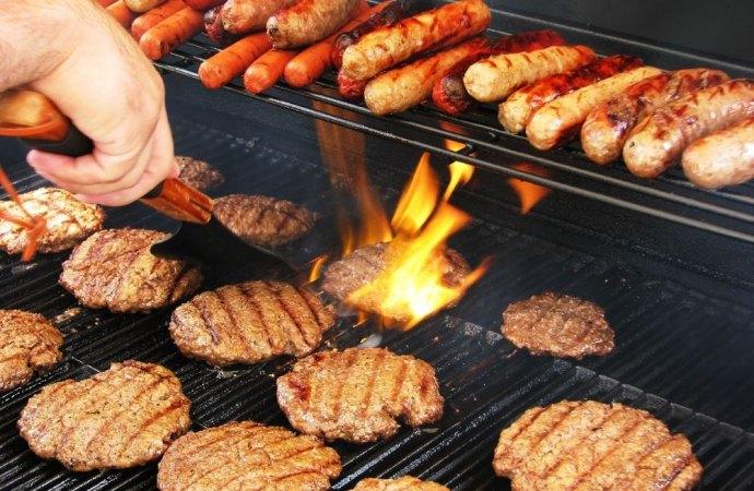 Il fumo del barbecue del vicino disturba. Si può chiedere il risarcimento del danno?