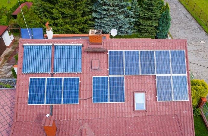 Illegittima l'installazione del singolo condomino di un impianto fotovoltaico sul tetto dell'edificio.