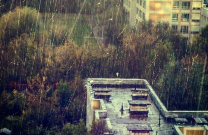 Lavori di sostituzione della copertura di un edificio condominiale. Responsabile l'appaltatore per la mancata corretta esecuzione di opere provvisionali