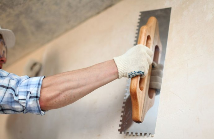 Stuccatura buchi sulle pareti a fine locazione, a chi spetta?
