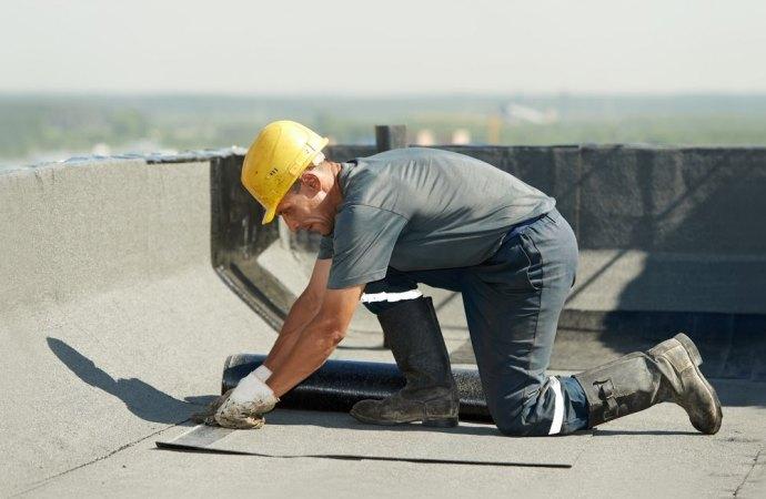 Infiltrazioni di acqua piovana. Per la riparazione del lastrico solare, di proprietà esclusiva, si applica il regime della parziarietà