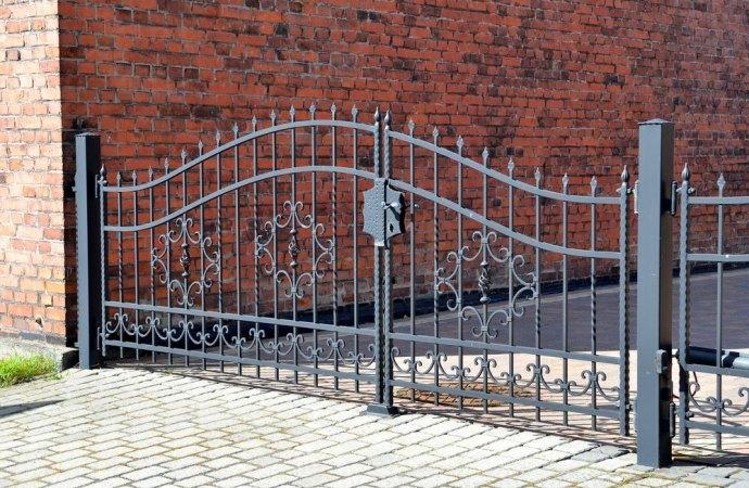 Perchè in condominio il cancello resta chiuso anche se ci sono i negozi?