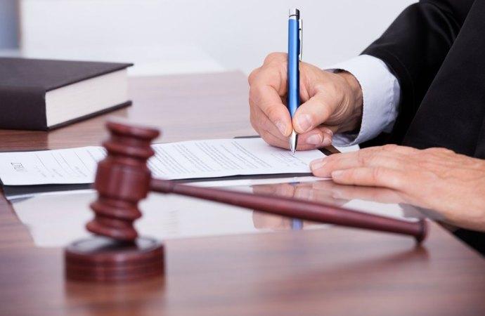 Nomina dell'amministratore di condominio giudiziario su ricorso dell'amministratore uscente. Ecco la procedura corretta.