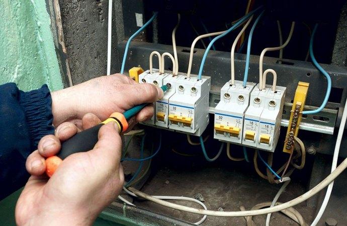 Ripartizione spese rifacimento impianto elettrico corridoi cantine