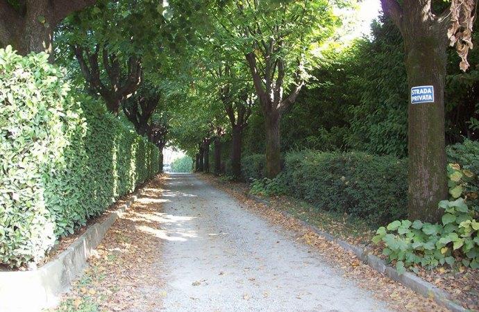 Strada privata ma di uso pubblico il comune che non for Strada privata