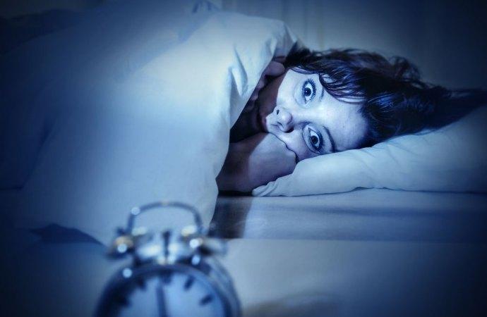 Dormire...dolce dormire. Urlare in piena notte lede il riposo delle persone. Scatta il reato.