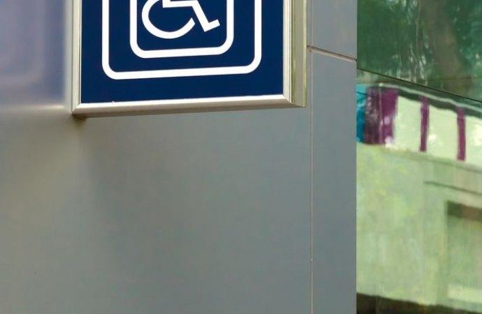 Si può realizzare un ascensore anche se l'installazione non risolve completamente il problema di deambulazione del portatore di handicap.
