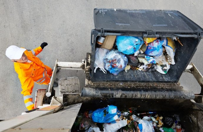 IVA sulla tassa dei rifiuti. Il privato può chiedere la restituzione entro dieci anni.