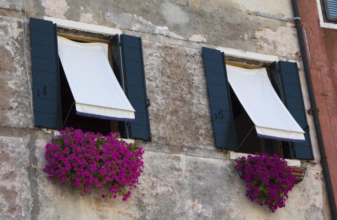 Tende da sole in condominio. Il rispetto delle distanze e del diritto di veduta del vicino sono condizioni imprescindibili