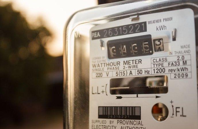 Furto aggravato di energia elettrica: non è necessaria la prova della manomissione del contatore