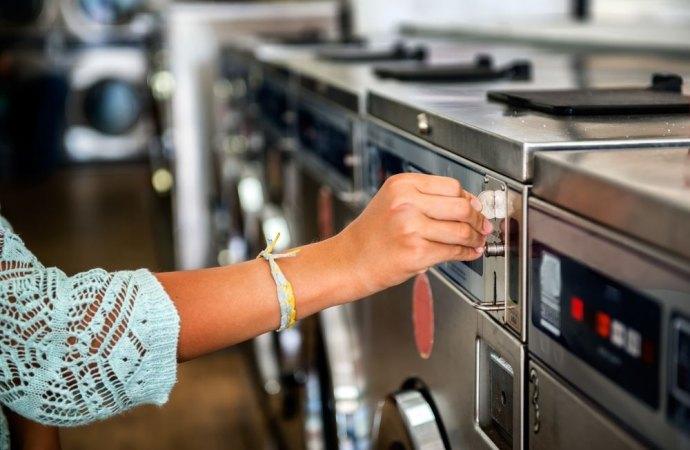 Lavanderia a gettoni in condominio. Obbligatorio rispettare le fasce orarie imposti dal Regolamento comunale