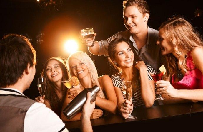 Bar in condominio e rumori molesti. Il gestore-conduttore non può impugnare la delibera