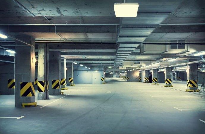 Lavori di impermeabilizzazione del cortile sovrastante il seminterrato ad uso autorimesse: riparto secondo i millesimi o secondo l'uso?
