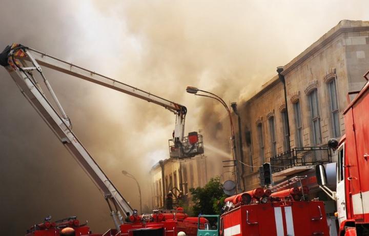 Incendio in locale abusivo: il condomino deve risarcire anche se ha ottenuto sanatoria edilizia