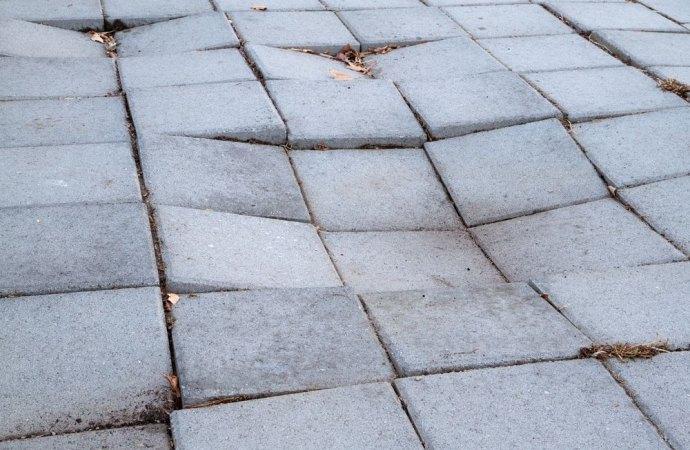 Posa in opera del pavimento mattonelle difettose e responsabilit - Crepe nelle piastrelle del pavimento ...