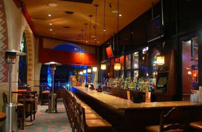 """Bar con gastronomia in condominio: non c'è violazione del regolamento che vieta le attività """"industriali"""""""