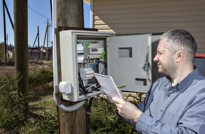 Utilizzo improprio dell'energia elettrica condominiale e conseguenze connesse.
