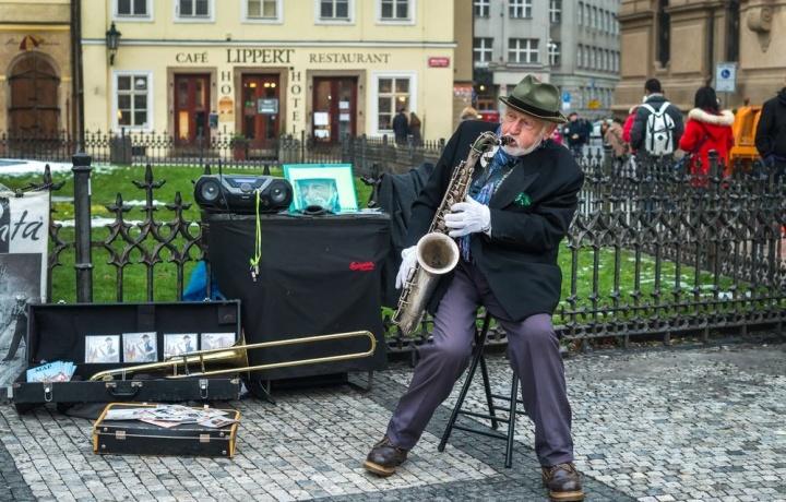 Condannato l'artista di strada che suona con l'amplificatore disturbando i residenti