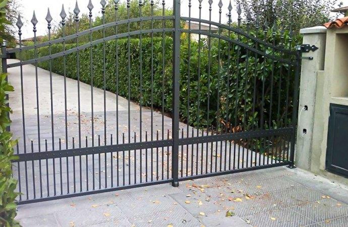 Cancello di accesso a più condominii aperto e rotto da mesi. Cosa possiamo fare?