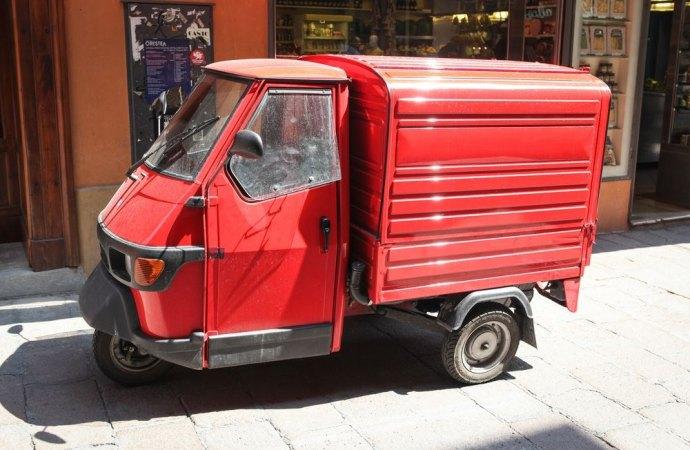 Parcheggi in condominio. Quando è legittima la sosta prolungata dell'autocarro in cortile comune?