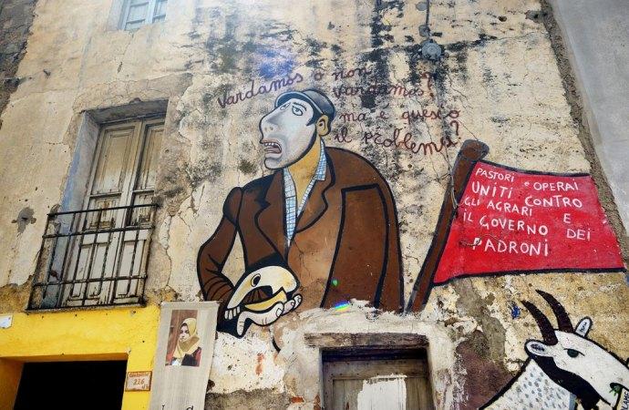 Murales su facciata palazzo