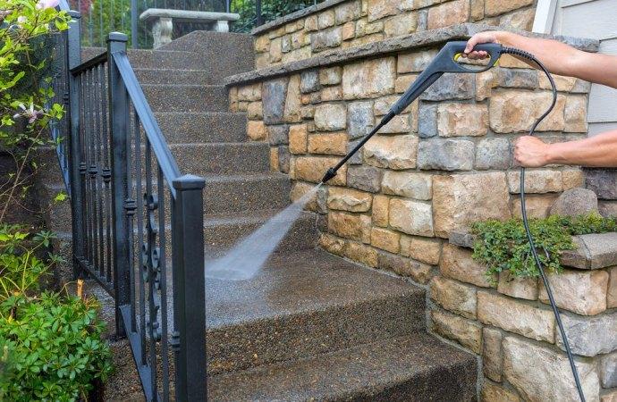 Poteri limitati alla assemblea che intende sopprimere l'appalto di pulizia delle scale condominiali