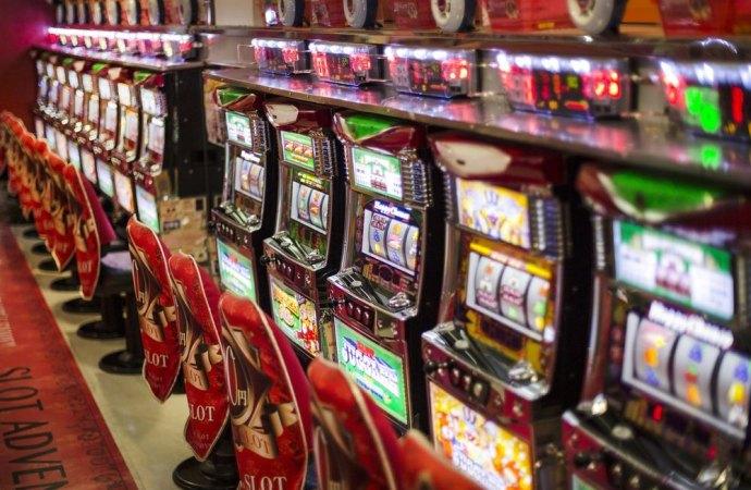 Il condominio sfratta le slot machine