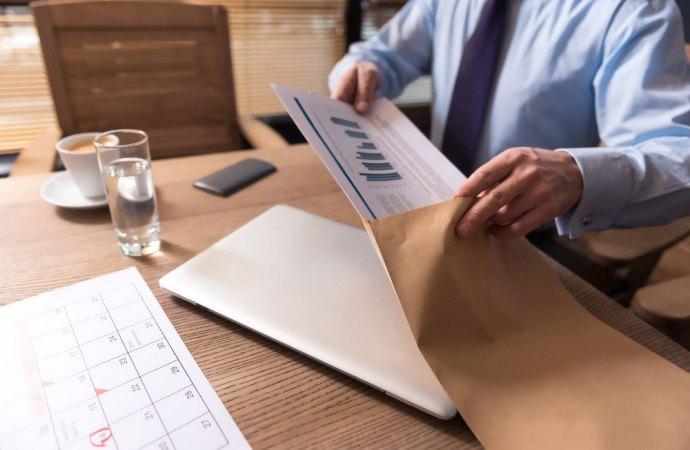 Comunicazione contratto di locazione all'amministratore, tempi e modalità