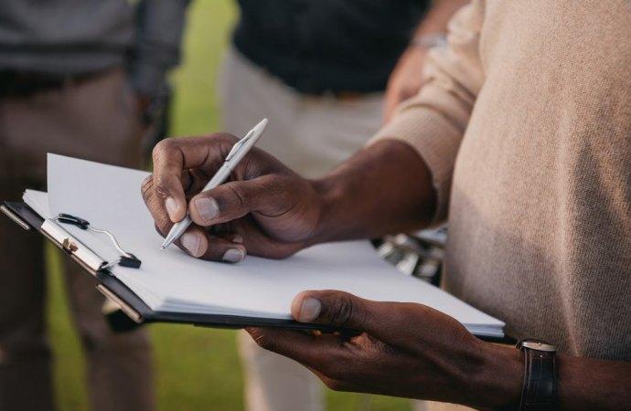 Valida la delibera se il verbale è redatto a mano?