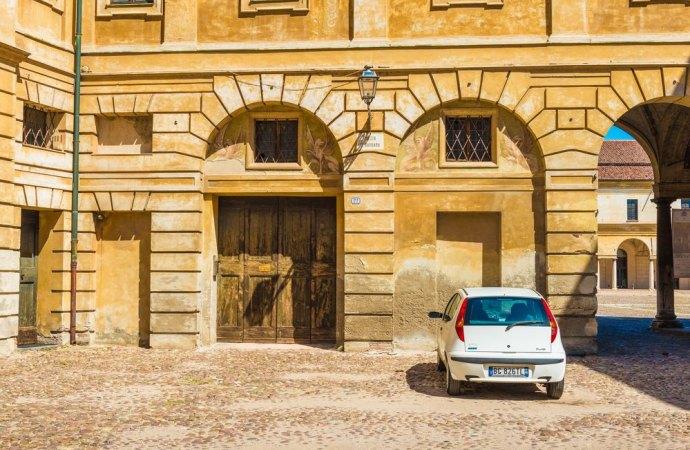 L'insufficienza dei parcheggi in condominio costituisce inadempimento del costruttore.