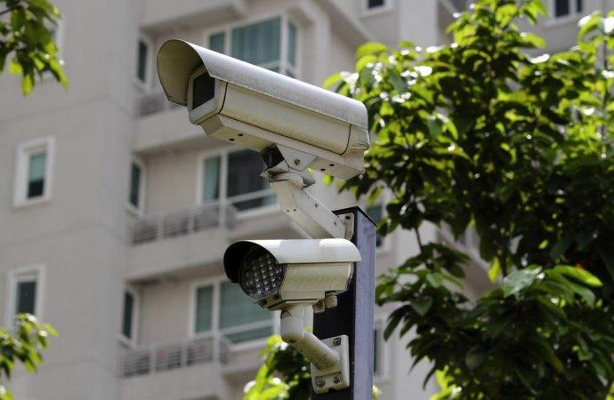 Installazione di un impianto di videosorveglianza in un condominio dove è presente un lavoratore subordinato. Gli adempimenti che deve esplicare l'amministratore.