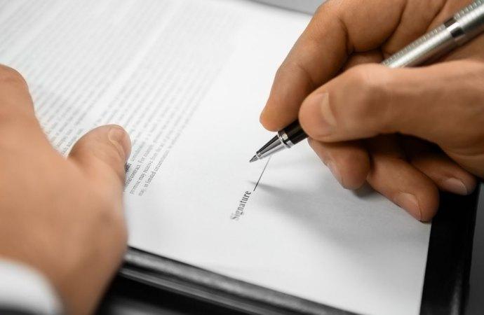 L'amministratore di condominio deve considerarsi inadempiente se esegue gli atti di straordinaria amministrazione senza essere autorizzato dall'assemblea