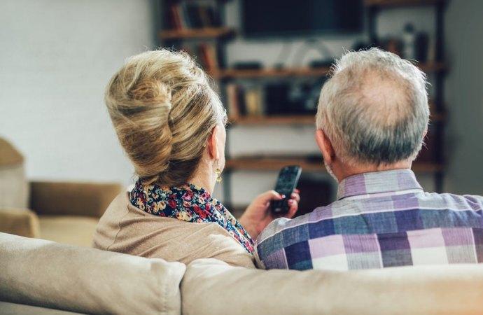 Volume della tv è troppo alto. Indagata una novantenne. La vicina di casa chiede risarcimento di 3 mila euro