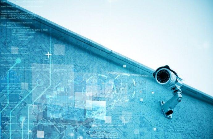 Videocamere puntate sulle finestre del vicino. Solo violazione della privacy o anche reato?