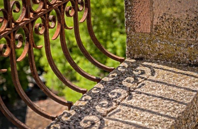 Ringhiere dei balconi arrugginite, manutenzione e spese