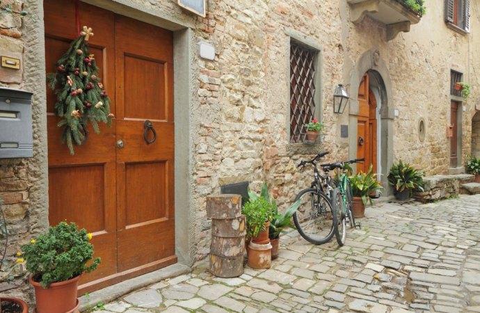 Furto di bicicletta aggravato se avviene nel cortile condominiale