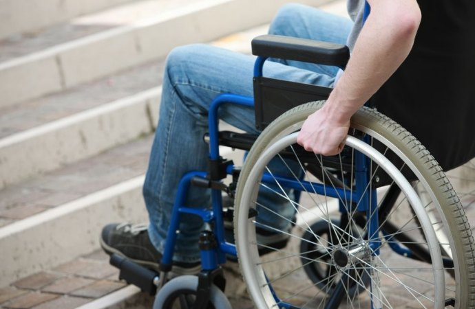 La rampa per il disabile rientra ora nell'edilizia libera. Comune e condominio non hanno alcun potere decisionale