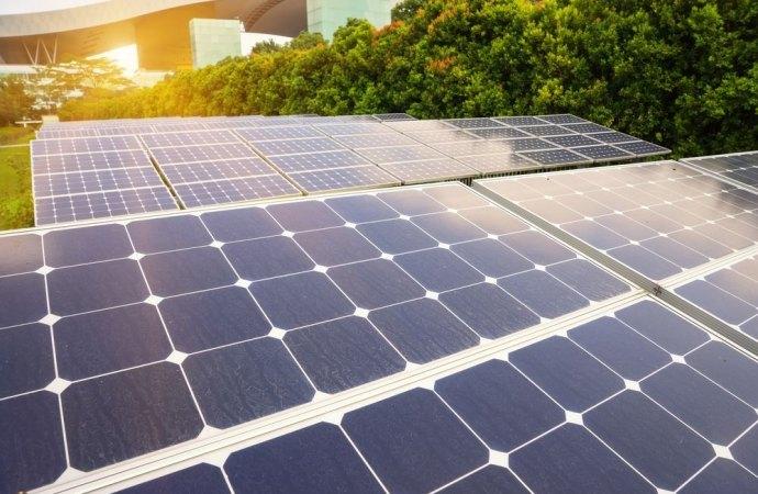 Allacciamento alla rete elettrica dell'impianto fotovoltaico. Se l'amministratore non provvede dovrà risarcire i danni ai condomini