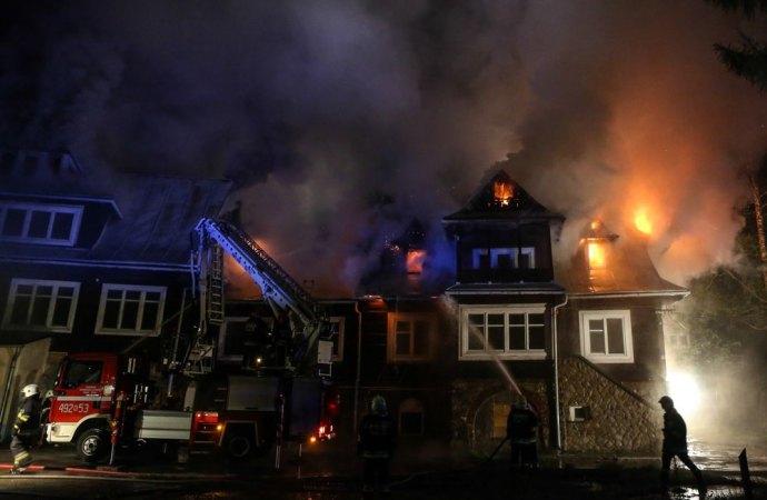 Incendio in condominio, chi paga i danni?