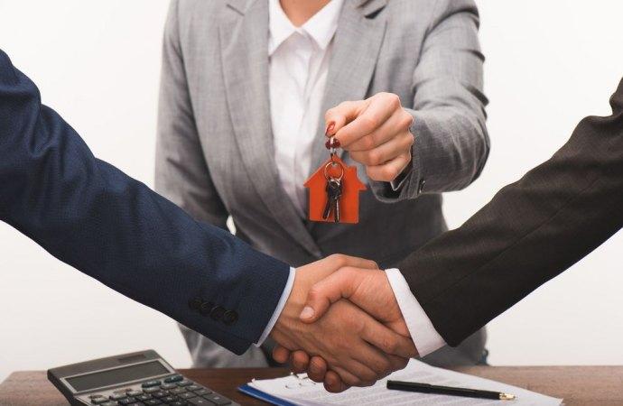 Difformità urbanistiche dell'immobile e responsabilità dell'agente immobiliare