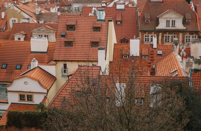 Canna fumaria sulla facciata condominiale: occorre l'unanimità dei consensi se l'installazione lede il decoro architettonico