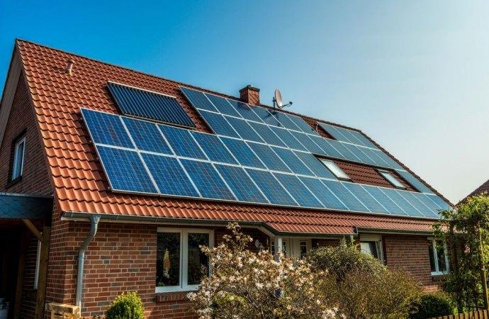 """Il colore dei pannelli fotovoltaici non è rilevante. Gli impianti di produzione della c.d. """"energia verde"""" sono ormai considerati come elementi naturali del paesaggio"""